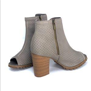 Open toe block heel booties seven7 taupe